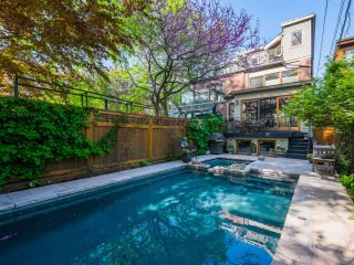 Gorgeous Toronto home, POOL, right on the park