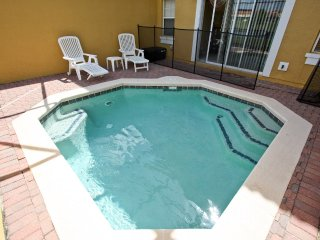 Newly Renovated and Affordable Townhouse with Pool, Kissimmee