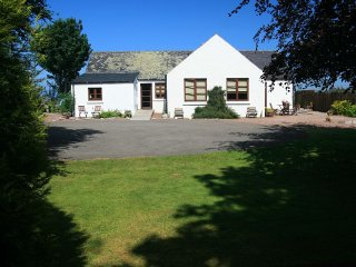 Osprey Cottage - stunning view, peaceful location, Dingwall
