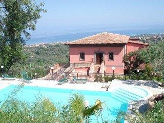 red appartamento 4/6 con piscina a 3 km dal mare, Sant'Agata di Militello