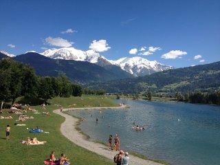 Base de loisirs du lac de Passy, face au Mt Blanc