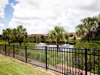 Townhome with Private Splash Pool | Lake View, Kissimmee
