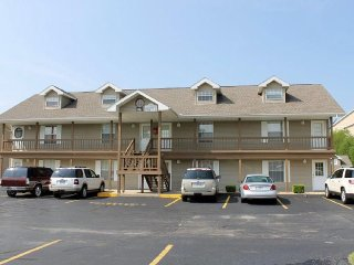Cozy 1 bed 1 bath condo--Sleeps 4! Close to strip!, Branson