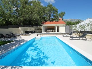 VILLA SKURA with pool and summer kitchen, 8 person, Omis