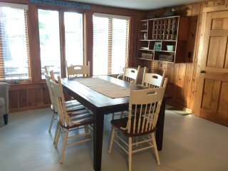 Beautiful Pemaquid Lake Cottage