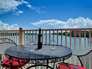 Captain's Cove Unit 102 Waterfront vacation condo, Indian Shores