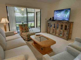 Palm Aire Condo with Free Wifi, Heated Pool and Clubhouse, Ground Floor Close to