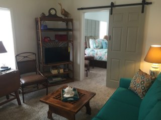 Morgan Quarters~Downtown Spacious One Bedroom Unit C in the Heart of Apalach!