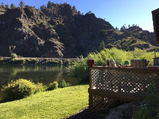 Missouri River Riverfront Home, Cascade