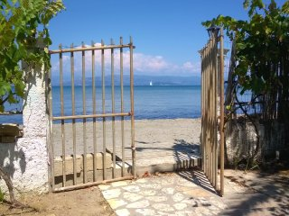 2 Studios - 2 beds in front of the beach in Corfu