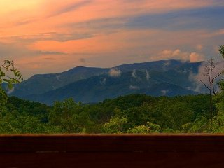 Mountaintop View, Secluded, Fireplace, King Bed, Bryson City