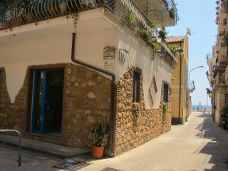 Appartamento 30 m dal mare, wifi gratis, Letojanni