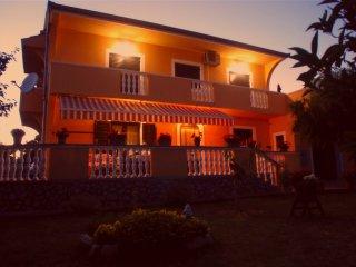 Sunny Orange Apartman A&L in Sukosan near Zadar