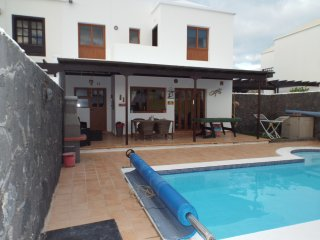 VILLA HAS FULL SKY UK TV&WIFI & 2  BIKES POOLTABLE, Playa Blanca