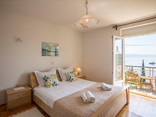 Apartment close to town center and beach with balcony and sea view