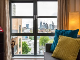 Central London Apartment up to 8! Tower Bridge