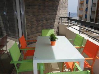 2b Trendy Central Beach apt - pool, gym, Limassol