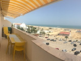 1-bed apt discount for long stays Wifi+linens+park+AC, Monte Gordo