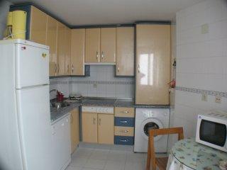 Cocina con todos los utensilios y electrodomésticos necesarios