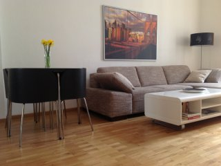 Spacious & quiet, equipped 2 bedroom, Wilmersdorf
