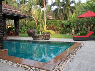 Garden villa - large pool, 3 mins beach & golf