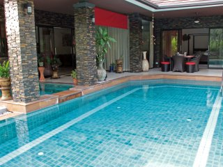 Garden villa - Private, peaceful, large pool with jacuzzi. 10 mins beach & golf