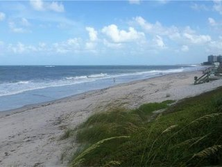 Oceanfront condo - steps to beach and pool, Vero Beach