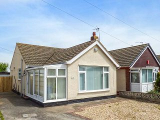 43 LON Y CYLL, detached bungalow, pet-friendly, ideal coastal retreat