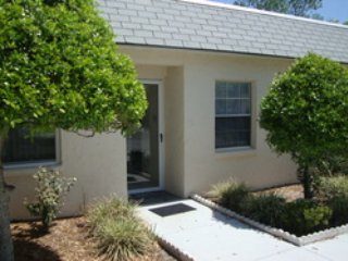 8th Hole Retreat-PERFECT FOR STUDENTS OR JUST TO RELAX! Only $30 per night!!, alquiler de vacaciones en New Port Richey