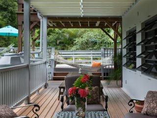 Affordable Coral Bay rental with Pool for couples or Families