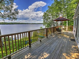 Updated 3BR Cabin on Maranacook Lake w/Private Dock, and Wrap Around Deck and Hot Tub! - Lakefront Living At Its Best!