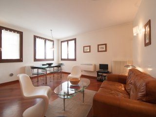 Sunny Venice apartment 15mins from St Marks Square