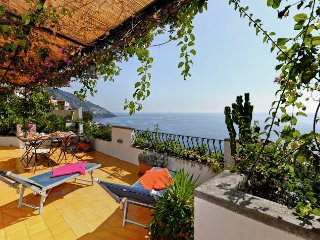 PO770-Bright & Independent house in Positano