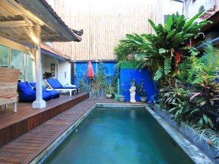 300 M WALK TO LEGIAN BEACH - Discount Budget Balinese Style Private Pool Villa