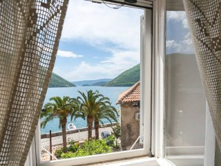 Double room with wonderful  sea view, Perast