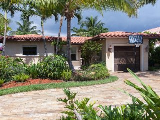 Villa Maria Waterfront family-Home, heated pool,, Pompano Beach