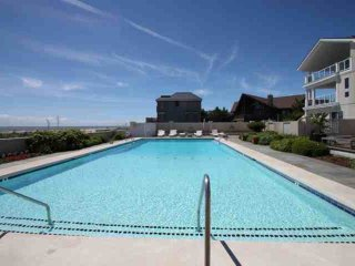 Spectacular Major Remodel !!  2nd house to the Ocean Front w/ 2 Pools. Book Now