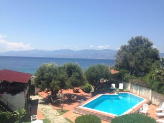 Splendido appartamento con piscina vista mare, Gallico