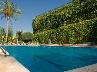 LUXE*Spanish Villa*sleeps 6-8*THREE Pools*A/C, Puerto Banus