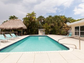Villa Hibiscus 231 Waterfront, swimming pool, walk distance to the beach