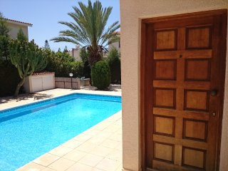 Coral Bay Beach 250m Villa Natalia with Wi-Fi, Peyia