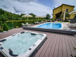 Luxury Villa heated Pool, Spa, 40% off Sept & Oct, Villafranca in Lunigiana