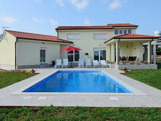 Beautiful Villa few minutes from the Porec and its beaches, Kastelir