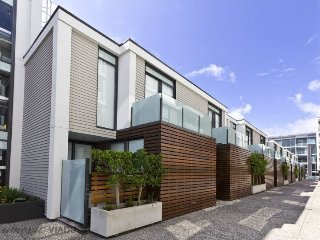 One Bedroom Apartment Viaduct Harbour with Carpark, Auckland