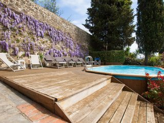 Villa in Florence, views, private pool and garden, no car needed, Wi-Fi, Washers