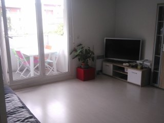 3 pieces, balcon, parking entre gare et centre ville