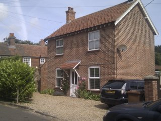 Victoria House, 2 bed dog friendly cottage in centre of Mundesley, 3-car parking