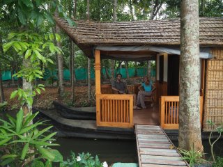 Canoe Ville (floating cottage), Alappuzha