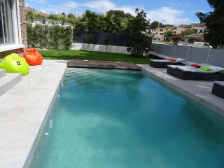 3 bedroom villa with private pool, walk to beach
