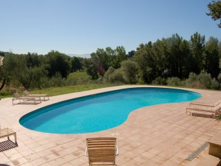 Country house with pool 5 mins from village